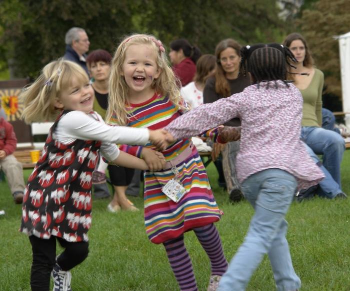 Children_dancing,_Geneva