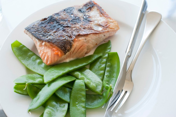 Cooked salmon with sugarsnap peas